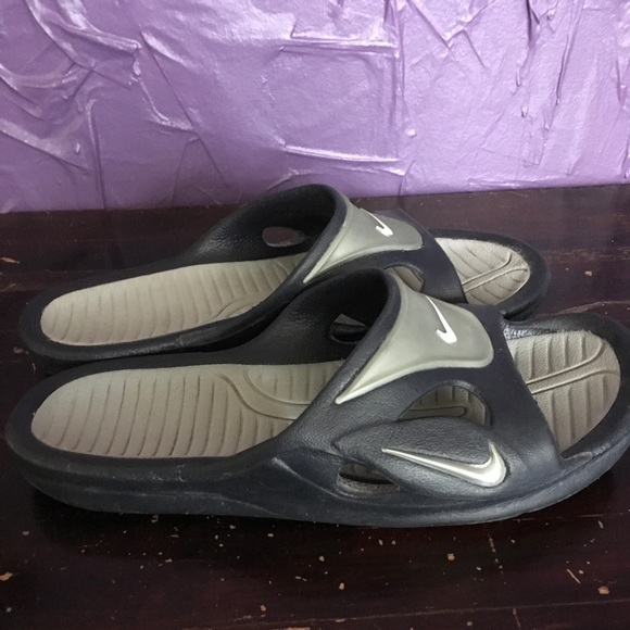 2e89a6ddd Older Style Nike Slides Flip-Flops Shower shoes. M 5adf6f6a3afbbdba3ce10cfb